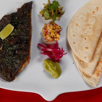 Tacos mexicanos de ala de raya asada